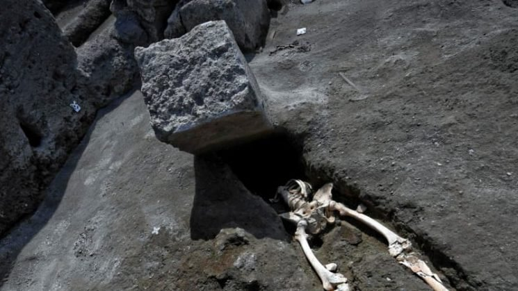 Pompeii man not decapitated by flying stone, archaeologists find