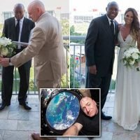 Astronaut Scott Kelly marries his long-time girlfriend