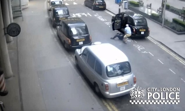 Taxi driver leaves unconscious passenger in the middle of a street