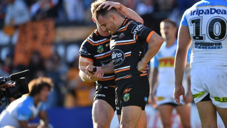 'I can't take a trick': Reynolds' shoulder plays up again to add to woes