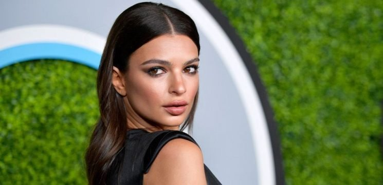 Emily Ratajkowski Goes Braless In A Chain-Link Top For Paris Fashion Week