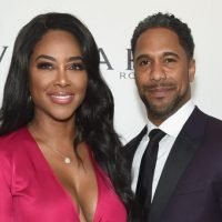 Kenya Moore Teases Blonde Hair While In Bed In New Instagram Photo