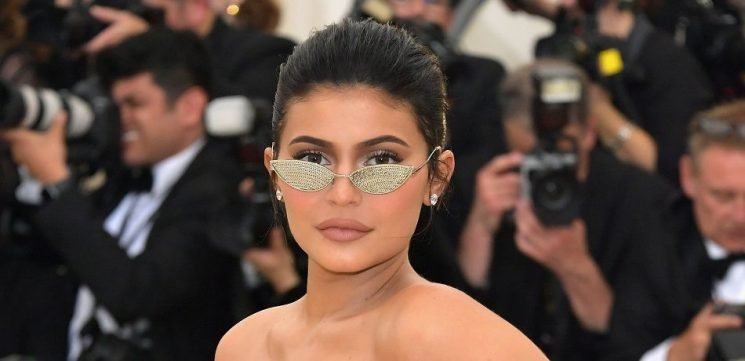 Kylie Jenner Schools Fans On How To Use AC To Take The Perfect Selfie As They Scrutinize Her Lip Size