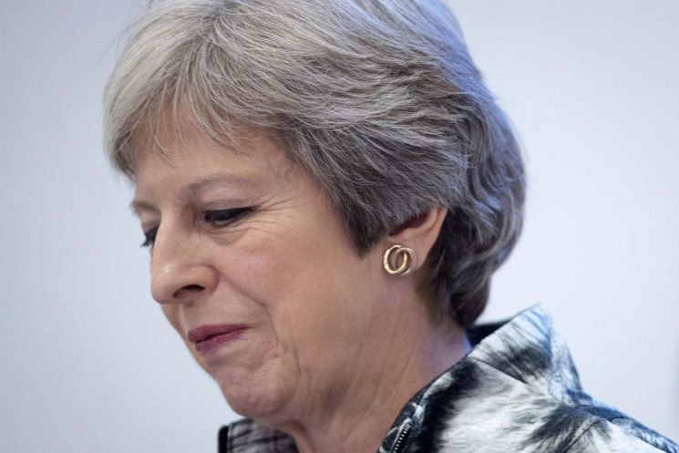 Theresa May faces ANOTHER Brexit showdown with Tory rebels as Remainers plot to wreck trade bill today