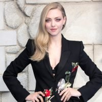 Amanda Seyfried Hides Eye Infection With Makeup at 'Mamma Mia! Here We Go Again' Premiere
