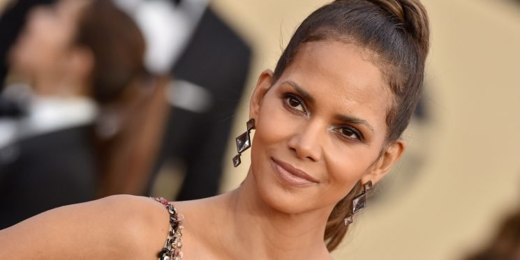 Halle Berry Just Shared Her Two Fave Keto Snacks And I Want Them Both Right Now