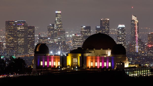 Griffith Park Observatory Fire: Tourists Evacuate Popular LA Spot Amid Terrifying Blaze – Pics & Videos