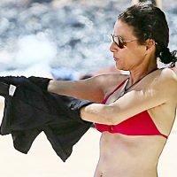 Julia Louis-Dreyfus Rocks Another Sexy Bikini In Hawaii & Looks Better Than Ever After Cancer Battle
