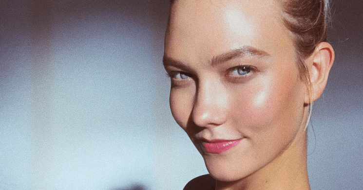 Karlie Kloss' Engagement Has Taken Her Glow to the Next Level