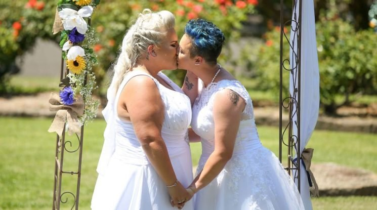 Woman Offers to Be Proud Stand-In Mom for LGBTQ Weddings, & Internet Falls in Love