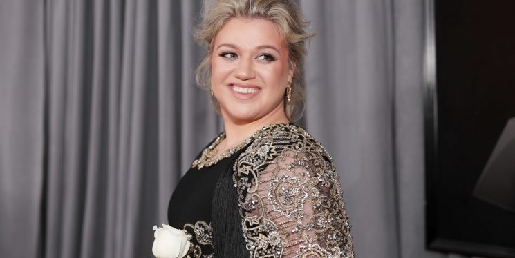 The Diet Cookbook Kelly Clarkson Used to Lose Weight Is 40% Off Right Now