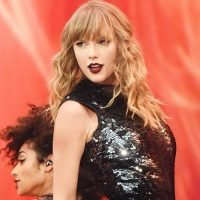 Watch Taylor Swift Handle a Concert Malfunction Like a Pro