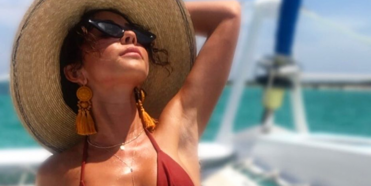Sarah Hyland Just Shared A Stunning Bikini Pic Featuring Her Surgery Scars