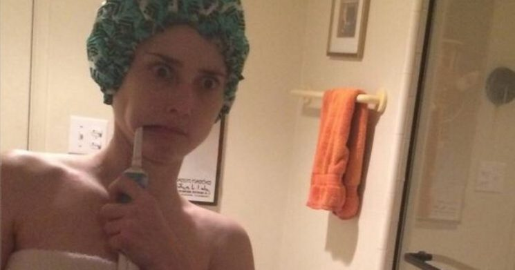 Woman's funny Tinder photo sparks odd debate – and it's all about toilet paper