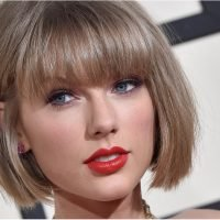 The 1 Beauty Look Taylor Swift Can't Seem to Shake Off