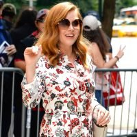 Amy Adams stops to sign autographs in Midtown