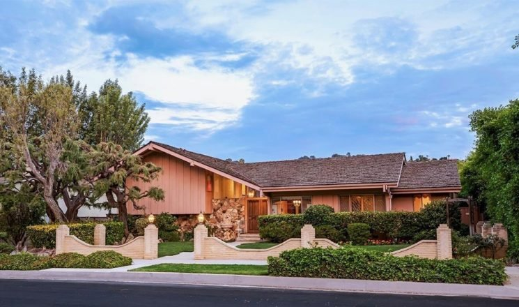Lance Bass Says He 'Was Used' to Drive Up Price of 'Brady Bunch' House
