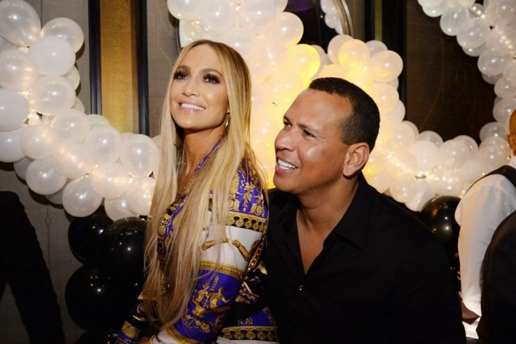 Jennifer Lopez & Alex Rodriguez's Body Language At The MTV VMAs Was Sweet & Supportive