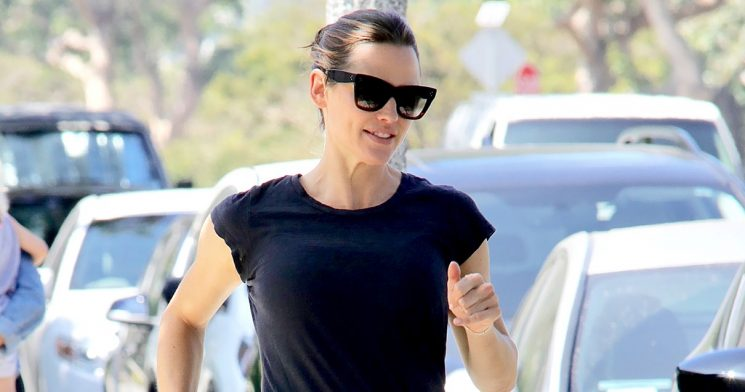 Jen Garner Steps Out Smiling After Ben Affleck Enters Rehab: Pics