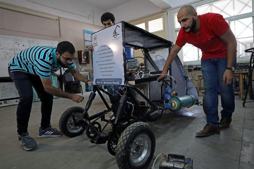 These students built a car that runs on air