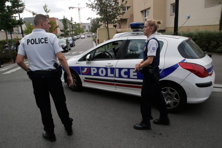 Knife wielding man killed after Paris attack