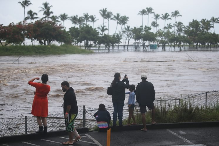 5 rescued from flooding as Hurricane Lane pelts Hawaii
