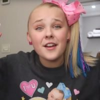 JoJo Siwa Shows How to Get Her Perfect Side Ponytail – Watch Now!
