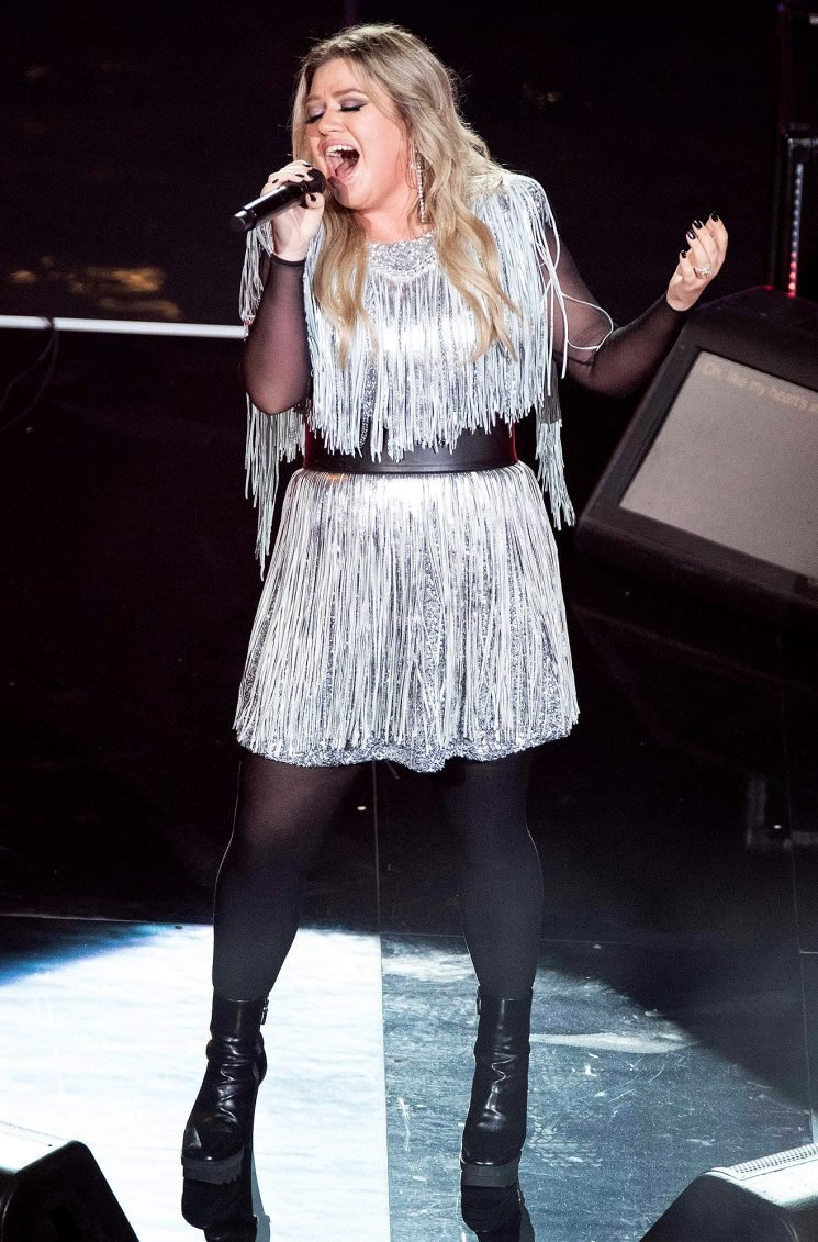 Kelly Clarkson Fans Want Her to Headline Super Bowl Halftime Show After U.S. Open Performance: 'Book This Queen!'