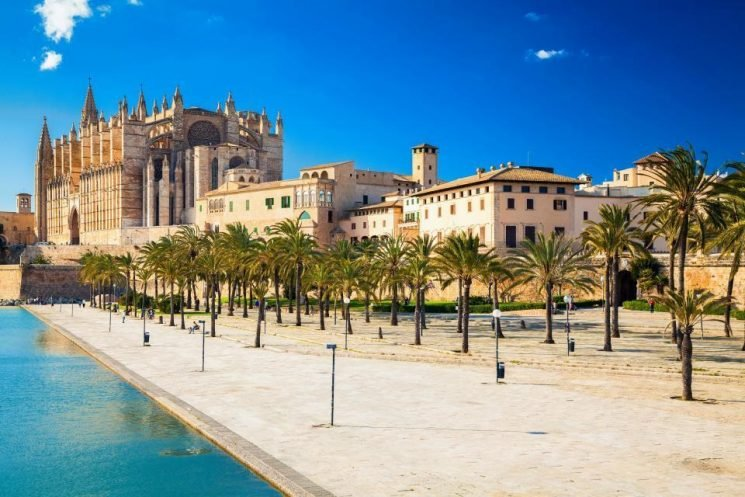 Hoteliers in Majorca fight plan to provide FREE water to all guests