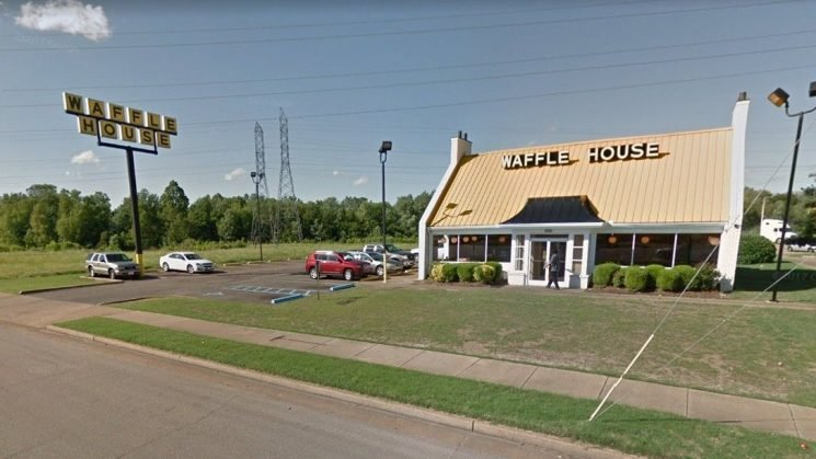 Employees at Memphis Waffle House filmed brawling over dirty dishes