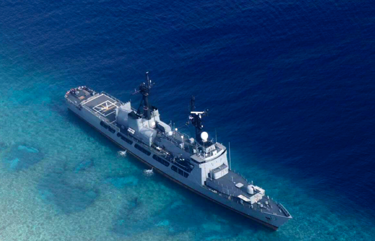 Philippines informs China of grounded frigate amid sea feud