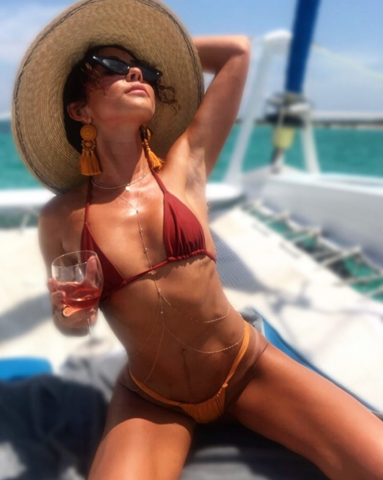 Sarah Hyland Stands Up to Body Shaming Trolls and Says She Loves Eating Bread