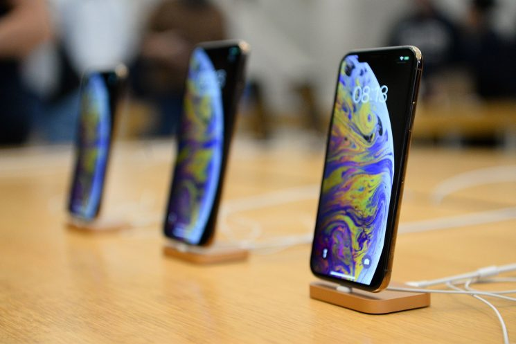 Making the $1,249 iPhone XS only costs Apple $443
