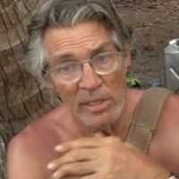 Celeb Island's Eric Roberts describes penis after asking Paris about transition