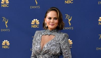 Chrissy Teigen's reaction to opening Emmy Awards monologue goes viral