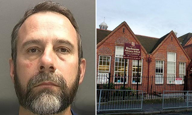 Primary school teacher caught in chat room talking with young girls