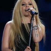 Avril Lavigne Says Her New Album Was Inspired By 'Accepting' She 'Was Going To Die' &#
