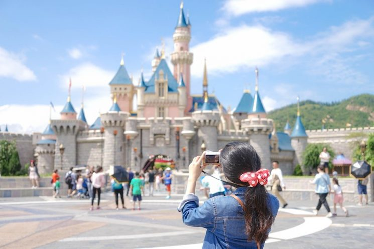 Does Disneyland Have Wifi? How to Stay Connected When Visiting The Happiest Place on Earth – The Cheat Sheet