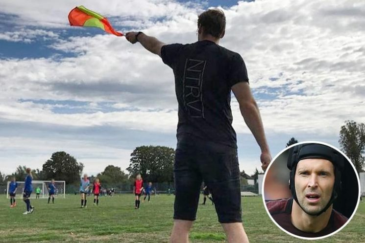 Arsenal star Petr Cech turns Sunday League linesman after helping Gunners to victory over Newcastle