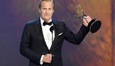 Jeff Daniels Thanks Horse Who Broke His Wrist in Comedic Emmys Speech: 'It's Officially Healed'