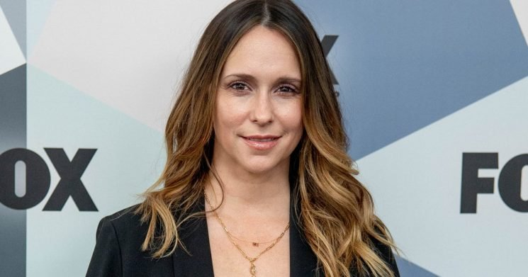 Jennifer Love Hewitt Apologizes for 'Looking Like a Hot Mess' on First Red Carpet in 4 Years