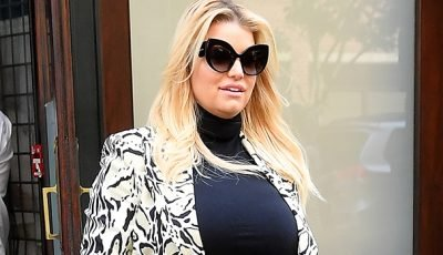 Jessica Simpson Cradles Her Baby Bump In Skintight Black Shirt — New Pics