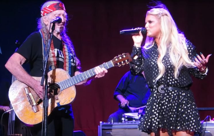 How Jessica Simpson Hid Baby Bump on Stage with Willie Nelson Weeks Before Announcing Pregnancy