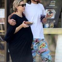 Kate Hudson Shows Off Her Baby Bump while Boyfriend Danny Fujikawa Puts His Arm Around Her