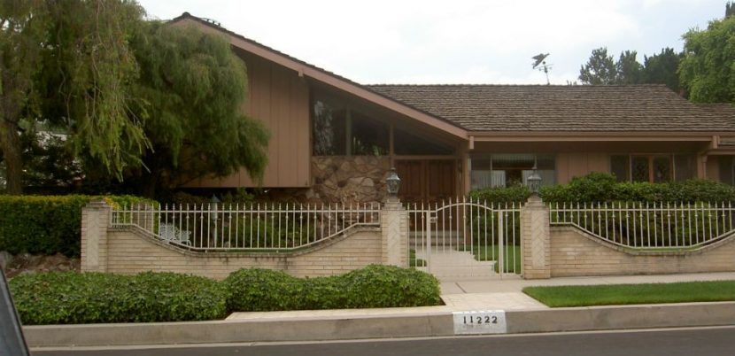 HGTV Makes Peace With 'Brady Bunch House' Neighbors By Sending Cookies