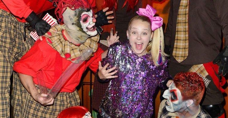 JoJo Siwa Gets Surrounded by Spooks at Knott's Scary Farm!