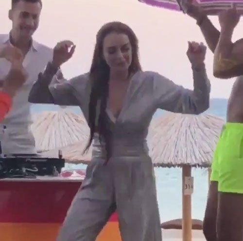 In Case You Missed It, Lindsay Lohan Trying To Make The #DoTheLilo Dance Challenge Happen