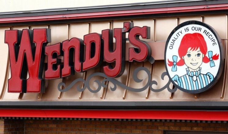 Wendy's staffer praised for going the extra mile for blind couple