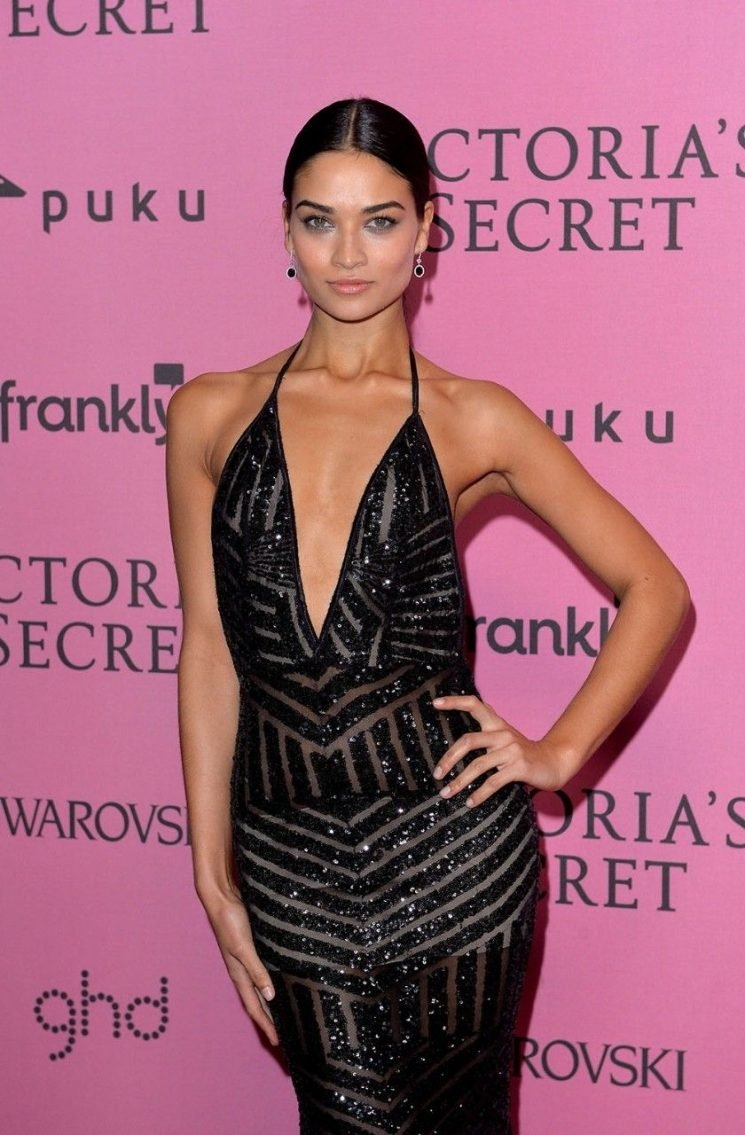Victoria's Secret model Shanina Shaik recalls being bullied over her looks: 'I wasn't in a good place'