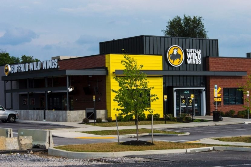 Michigan Buffalo Wild Wings manager fired for choking drunk man in restaurant